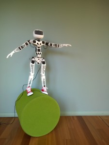 Robot 3D Poppy humanoid acrobat