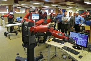 Der kollaborative Roboter Baxter ermöglicht eine natürliche Interaktion zwischen Mensch und Maschine.