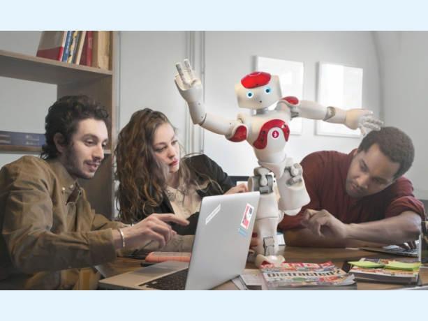 Le robot NAO Evolution conçu par la société Aldebaran