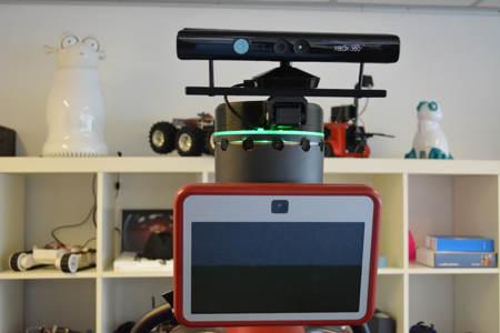 Casque pour robot collaboratif Baxter avec caméra Kinect motorisée