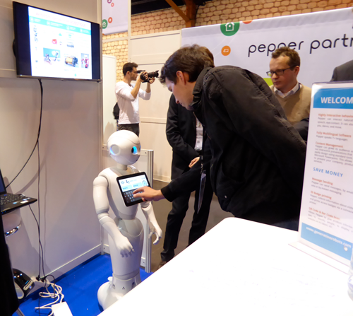 pepper-welcome-application-generation-robot