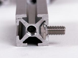 makerbeam-starter-kit-bolt-assembly