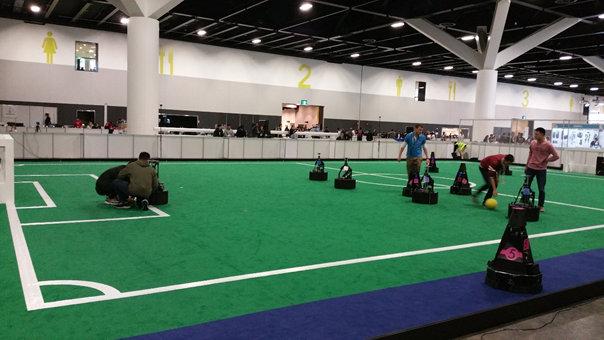 RoboCup - Derniers ajustements avant un match de soccer Middle Size League (MSL)