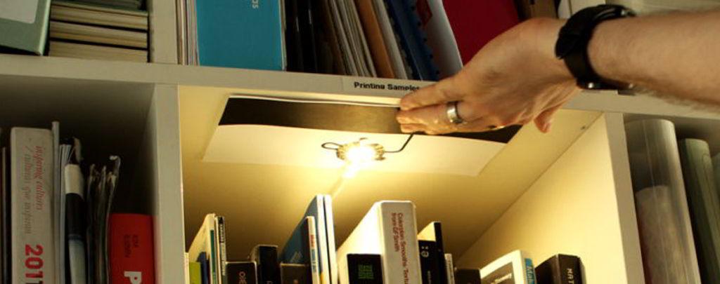Fabriquez une lampe tactile pour votre bibliothèque avec Bare Conductive