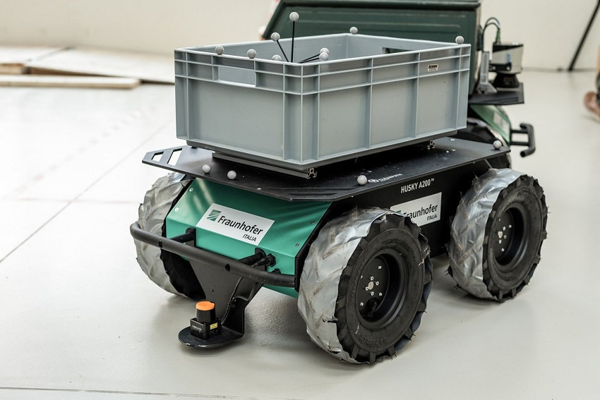 Husky mobile robot used in the ROSBIM research project