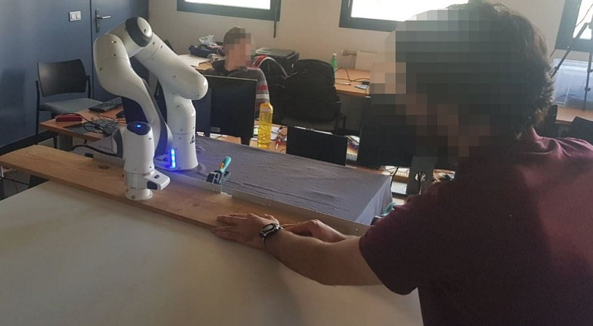 INRIA experiment on use of collaborative robots in carpentry