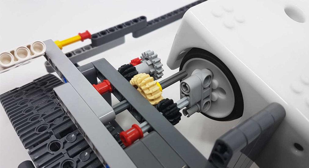 Fabrique un distributeur de gel hydroalcoolique avec Thymio et des Lego