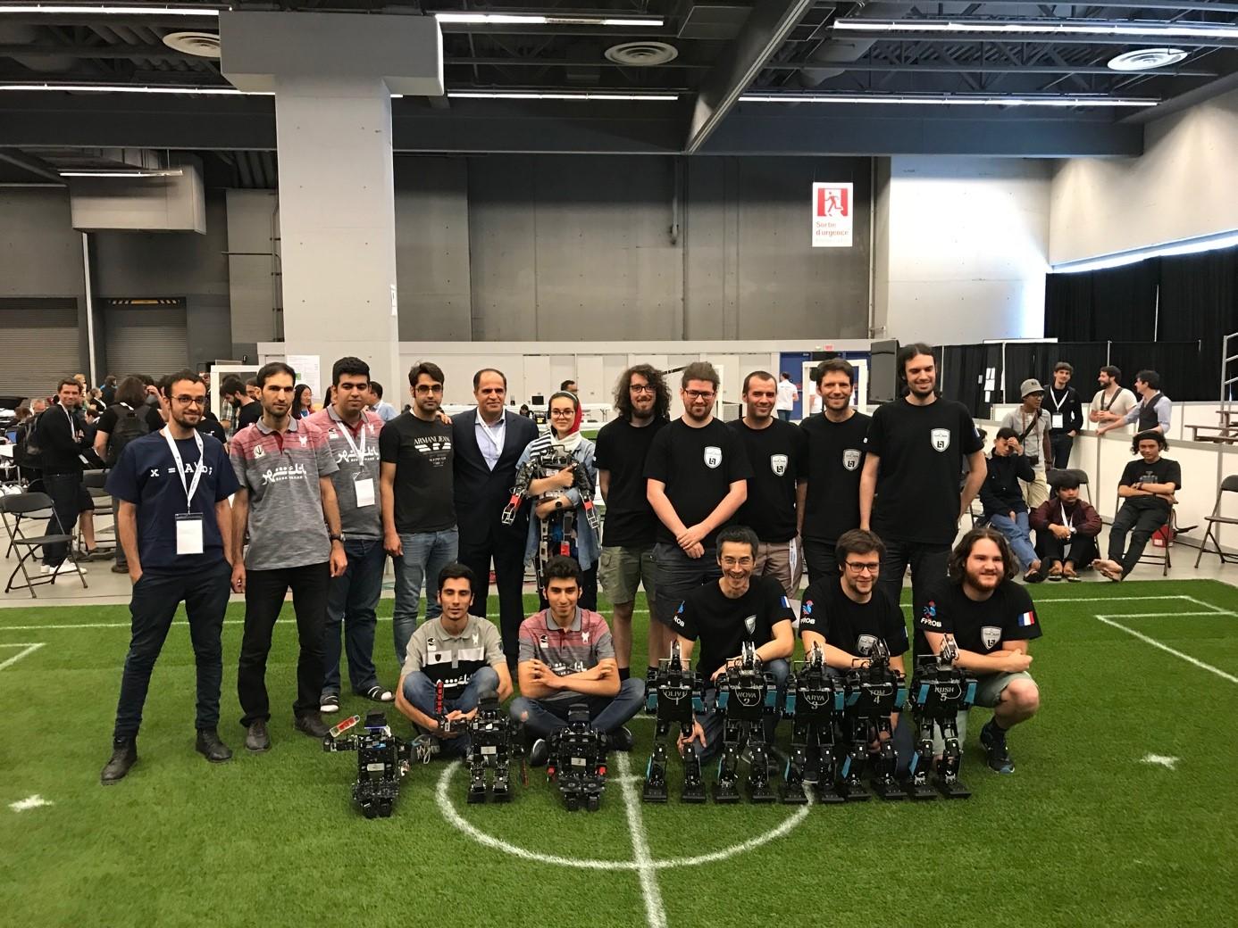 Photo avec l'équipe iranienne