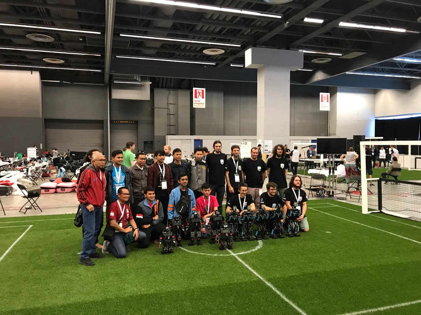 Rhoban et l'équipe indonésienne