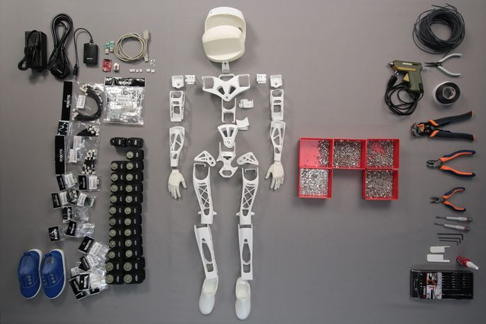 Assembling the Poppy robot takes about 20 hours