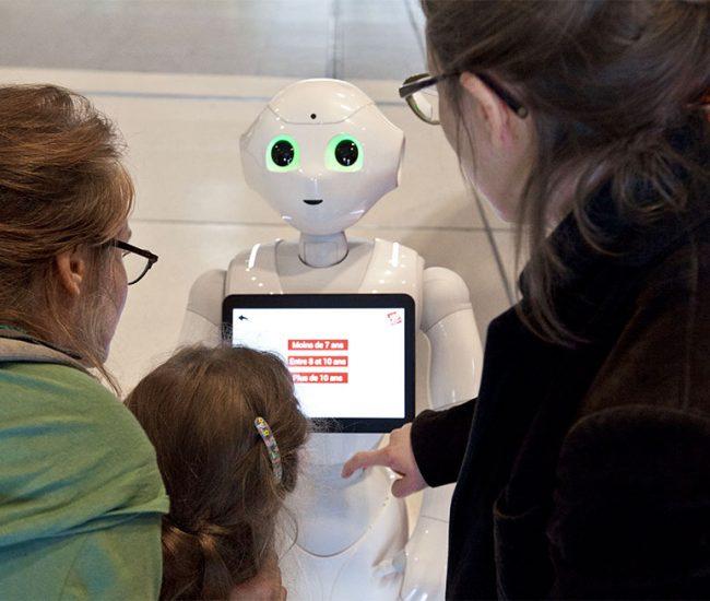 Univesrscience Pepper robot frontdesk